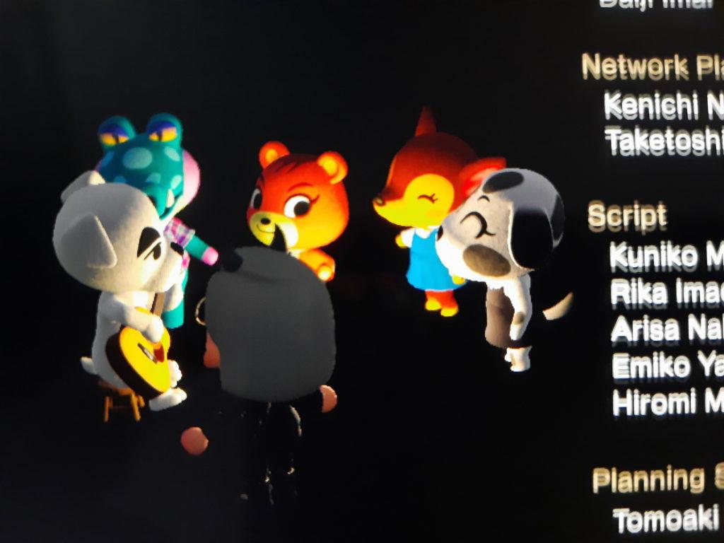 Ein Screenshot des Spiels Animal Crossing, bei dem man meinen Charakter und einige Nachbarn bei einem K.K.-Konzert sieht.